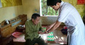 Khám, tư vấn và cấp phát thuốc miễn phí cho hàng trăm bệnh nhân nghèo Điện Biên